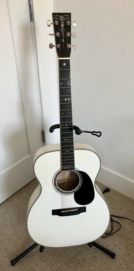 Picture of 2006 Martin 000 ECHF Bianca. Condition is excellent-used